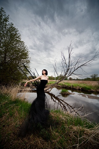 black_fairy_in_swamp