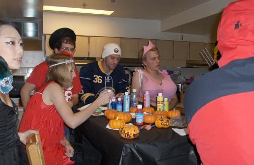 Halloween_around_the_table